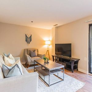 Spacious Flat Just Outside Dc + Fitness Center photos Exterior