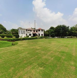 Whistling Woods Farmhouse With Private Pool Near Delhi And Gurgoan photos Exterior