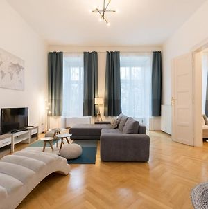 Erzsebet Ter - Classic Apartment In The Absolute Center W Balcony photos Exterior