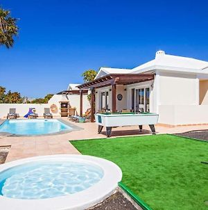 Villa In Playa Blanca Sleeps 8 Includes Swimming Pool Air Con And Wifi 9 1 photos Exterior