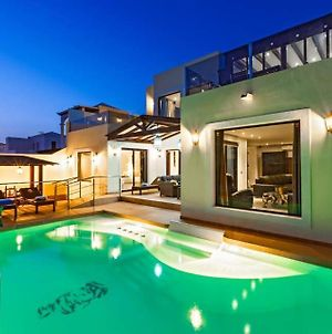 Villa In Playa Blanca Sleeps 10 With Pool Air Con And Wifi photos Exterior