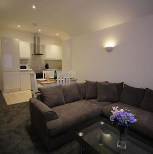 Immaculate 1 Bed Apartment In The Heart Of Staines photos Exterior