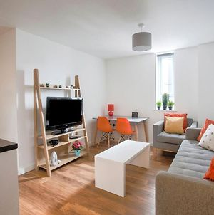 Charming Apartment In Manchester Near Trafford Bar Tram Stop photos Exterior