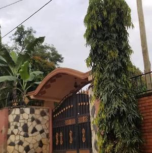 Private And Cozy Space With A Splash Of Kampala photos Exterior