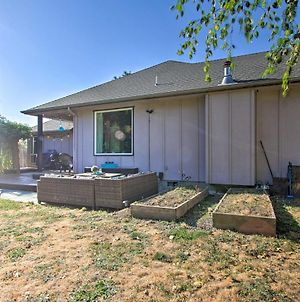 Pet-Friendly Home With Grill, 2 Mi To Autzen Stadium! photos Exterior
