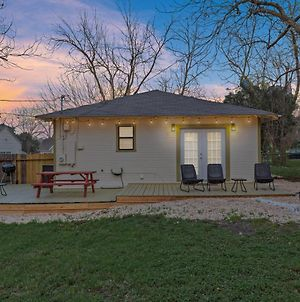 Serenity On 2Nd-Updated Cute Modern Home W/Large Outdoor Area! photos Exterior