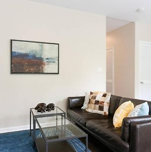 Top Floor! Walk To Convention Center, Metro, Groceries, Wine Bars, Beer Gardens And More From This Sunny Apartment In Shaw! Parking Available Too! photos Exterior