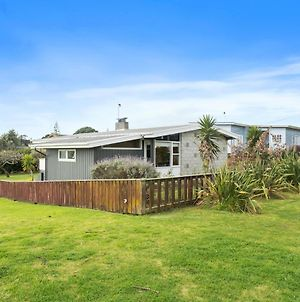 Queenie - Waikanae Beach Holiday Home photos Exterior