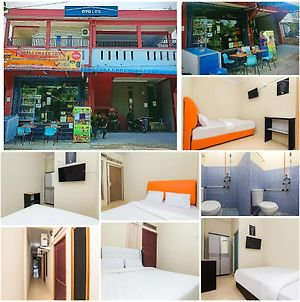 Faris Home Stay Batam Center photos Exterior