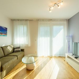 Vienna City And Spa - Modern Apartments Next To Therme Wien & 15 Minutes To The City Center photos Exterior
