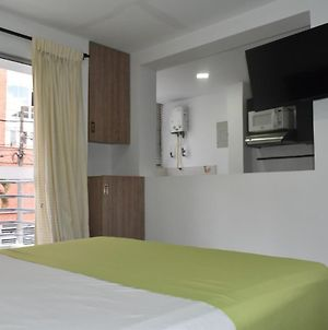 Modern And Furnished Apartment, Excellent Location photos Exterior