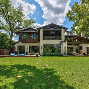 Exquisite Lakefront Estate With Pier & Pool Home photos Exterior