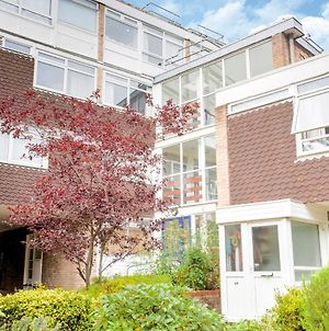 Simple Family Apartment In Woking Near City Centre photos Exterior