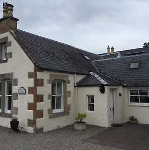Three-Bedroom Old Cottage Open For Key-Workers photos Exterior