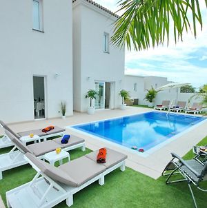 """Luxury Villa """"La Lavanda"""" For Lovers & Friends With Heated Pool, Bbq & Free Wifi By Holidays Home photos Exterior"""