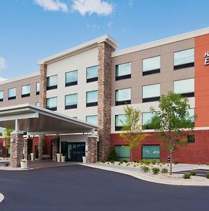 Holiday Inn Express & Suites - Fayetteville, An Ihg Hotel photos Exterior