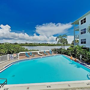 Spacious Beach Condo With Pool & Fishing Dock Condo photos Exterior