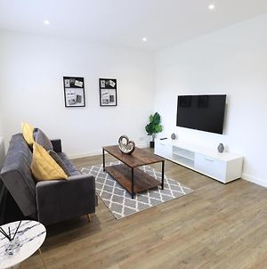 The Cosy House With Free Parking And Netflix - Perfect For Contractors, Families & Groups By Yoko Property photos Exterior