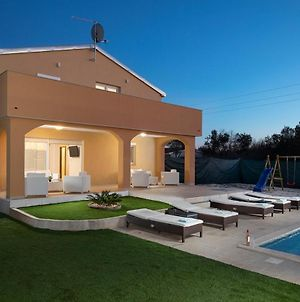 Villa With 4 Bedrooms In Medulin With Private Pool Enclosed Garden And Wifi photos Exterior