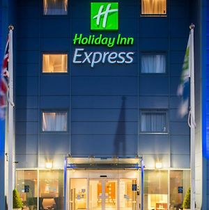 Holiday Inn Express Oxford Kassam Stadium photos Exterior