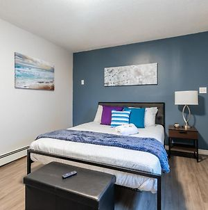 Prime Walk Location - Modern Studio Near Byward Market! photos Exterior
