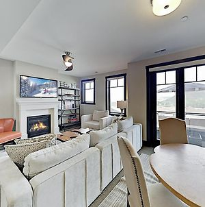 New Listing! Chic Townhome W/ Hot Tub, Near Skiing Townhouse photos Exterior