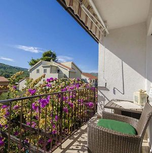 Apartment With 3 Bedrooms In Stari Grad With Enclosed Garden And Wifi 150 M From The Beach photos Exterior