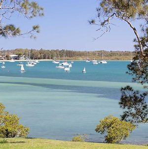 'Corlette Waterfront', 2/44 Danalene Parade - Waterfront Luxury, Wifi, Aircon, Boat Parking photos Exterior