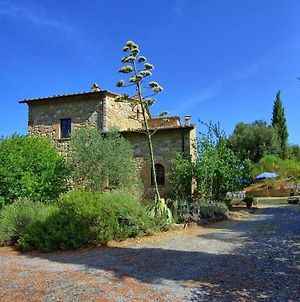 Pignano Villa Sleeps 12 Pool Wifi photos Exterior
