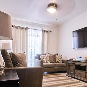 Beautiful First Floor Apt 5 Minutes Away From Sti Airport photos Exterior