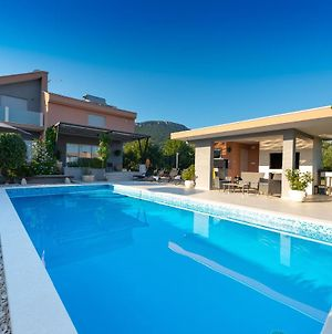 Villa Toni With 5 Bedrooms And Heated Pool photos Exterior