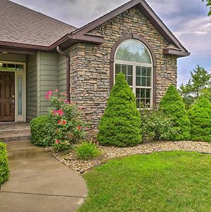 Large Branson Retreat With Porch And Pool Access! photos Exterior