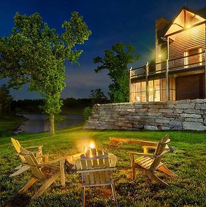 Luxury Lakefront Chalet Resort 2 Pools Free Amenities Dock Kayaks Waterslide photos Exterior