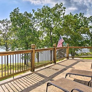 Large Lakeside Lodge With Dock & Private Hot Tub photos Exterior