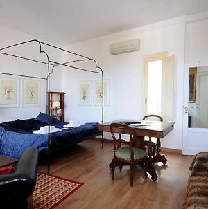 Charming Studio Apartment In Front Of The Arno River photos Exterior
