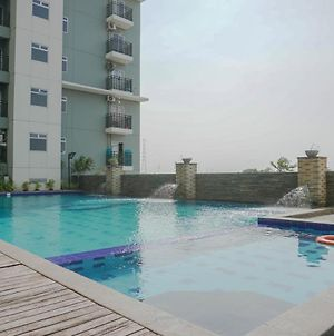 Cozy And Furnished 2Br Apartment At Gading Greenhill By Travelio photos Exterior