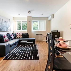 Flat4 Lovely 1-Bed Apt Central Watford -Sleeps 7 photos Exterior