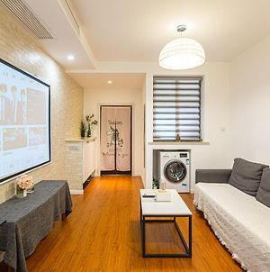 One-Room Apartment With Central Air-Conditioning And Projector Near Changshu Road photos Exterior