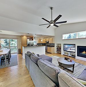 Newly Furnished All-Suite Retreat Near Ski Slopes Duplex photos Exterior