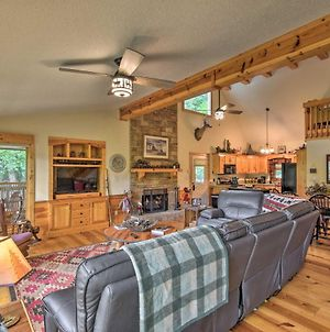 Spacious Riverfront Retreat With Deck And Hot Tub photos Exterior