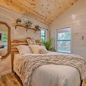 Charming Broken Bow Studio Cabin With Jacuzzi! photos Exterior