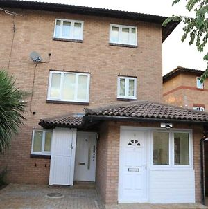 A A Guest Rooms Thamesmead Immaculate 4 Bed Rooms photos Exterior