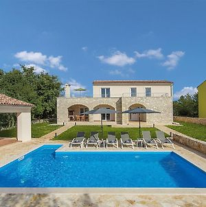 Modernly Furnished Villa With Private Pool For 6 Persons, Near Rovinj photos Exterior