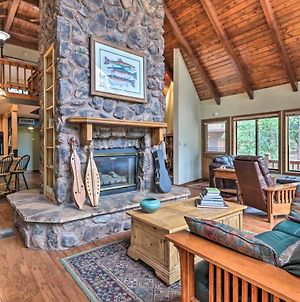 Pastoral Pine Cabin Less Than 5 Miles From Downtown! photos Exterior