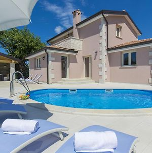 Luxuriously Equipped Villa With Private Pool Offers You An Excellent Vacation photos Exterior