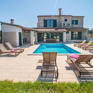 Minimalistically Decorated Villa Pomer With Private Pool And Fenced Yard photos Exterior