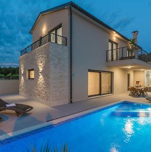 Modern Newly Built, Luxuriously Equipped Villa With Pool, Close To Aquapark Istralandia photos Room