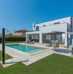 Modern Luxurious Villa For 8- 10 People With Private Swimming Pool Near Porec photos Exterior