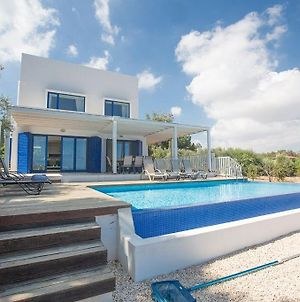 Villa Ioanni Helios - Stunning 4 Bedroom Protaras Villa - Few Minutes Drive To Fig Tree Bay photos Exterior