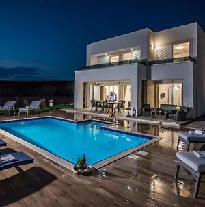 Luxury Villas Royal With Private Pool photos Exterior